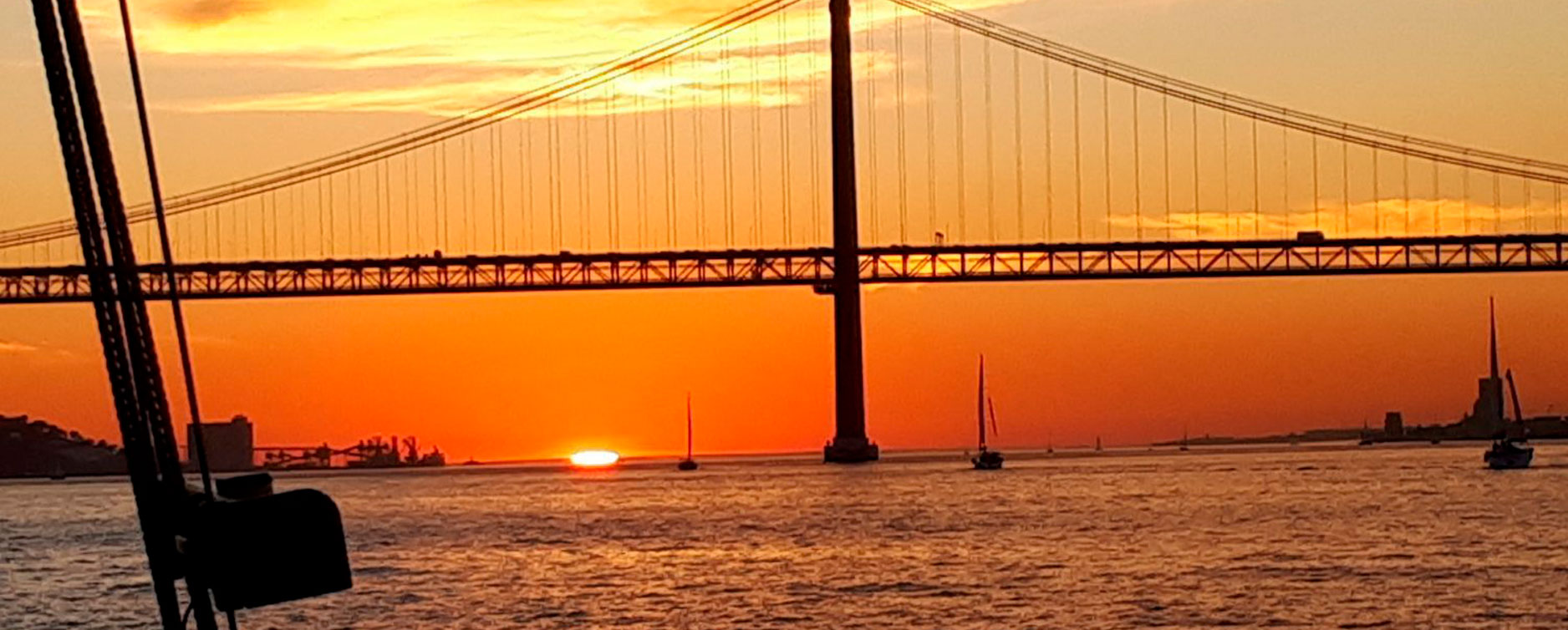 lisbon-sunset-sailing
